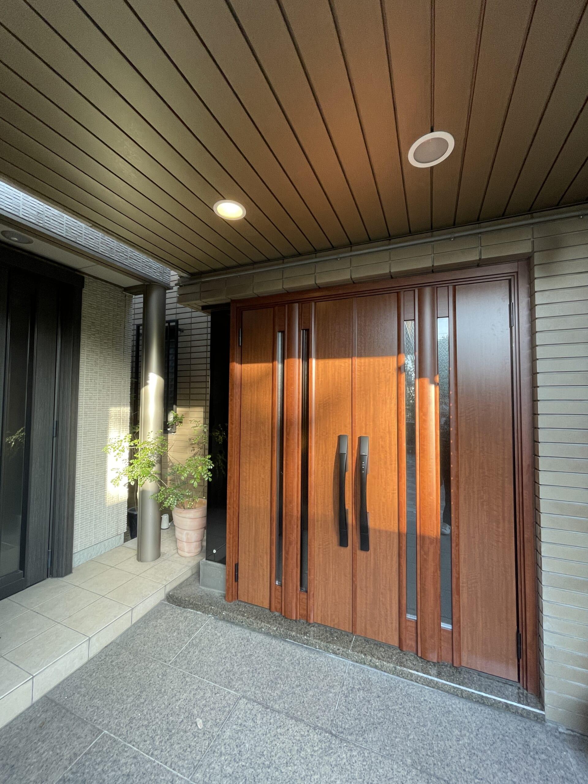 両開き式 玄関ドア取替工事